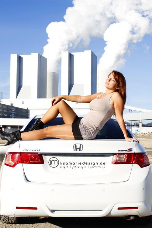 Fotoshooting mit einer jungen Frau am Kraftwerk Lippendorf