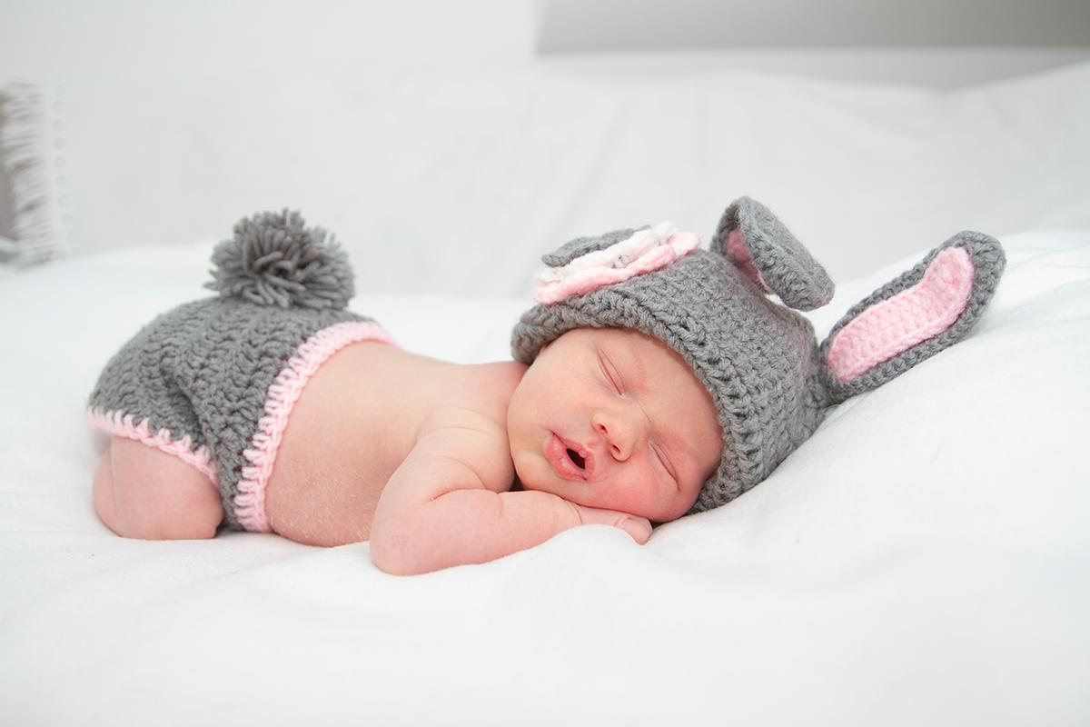 Babyfoto als Kaninchen bei einem Homeshooting in Leipzig